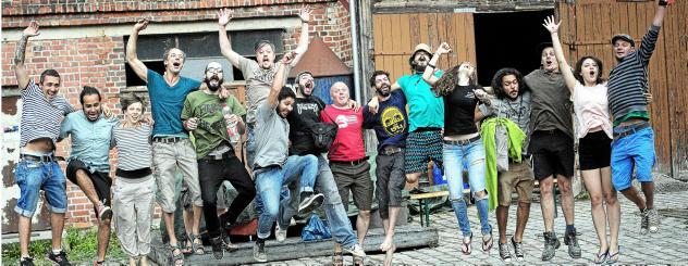 """""""Enthusiasmus, soziale Bindung und alternative Kultur"""" macht laut Peter Schmidt den Verein aus und das zeigt sich auch bei den Mitgliedern, wie hier im Bild zu sehen. Foto: Franziska Barth"""